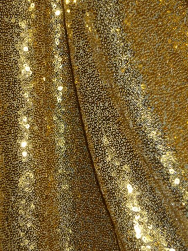 Where to find Tablecloth 136  RND - Gold Sequin in Grand Cayman